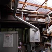 ガスふろ給湯器 小屋がけ設置での取替え