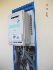 ガス給湯器 PS標準設置 貸出用給湯器を仮設中