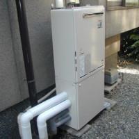 交換後:リンナイ製壁掛け設置ふろ給湯器+専用据置台で取替