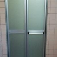 現在の三和シャッター工業製浴室折戸VD2(現行品)