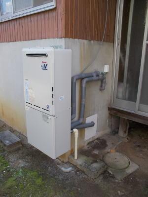 交換完了 リンナイ製おいだき1つ穴式ふろ給湯器RUF-A2003SAW(A)