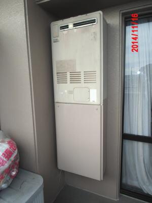 既設の暖房給湯器はいわゆる『フルサイズ=給湯器の高さが75cm』の暖房給湯器