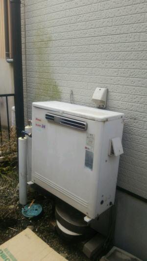 既設:リンナイ製ガスふろ給湯器(架台で据置設置)