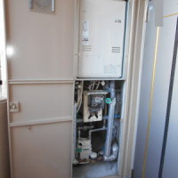 PS扉内後方排気型の暖房給湯器HT4203CRS-8-SW3Qで交換工事完了