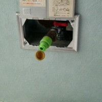 『赤いツマミ』の壁埋め込み型ガス栓(座敷コックF型)