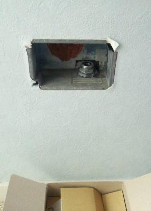 既設のガスコック壁埋め込み型ガス栓(座敷コックF型)を取り外し