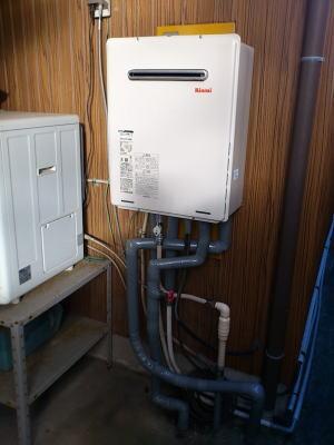 新しいふろ給湯器RUF-A1615SAWが入荷後取り付けて完了