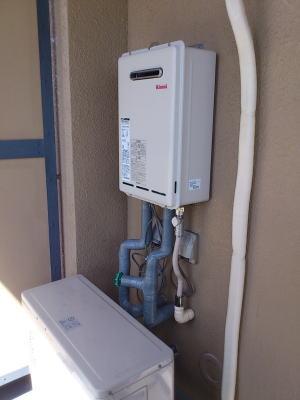新しい給湯器RUX-A1611W-Eが入荷後取り付けて完了です