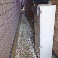 隣家と近い設置場所でしたので排気カバーを取り付け
