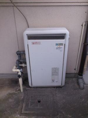 既設:おいだき2つ穴の据置式ふろ給湯器OSR-2000SA(ガスター製)