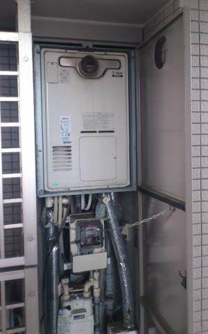 取替前:リンナイ製暖房ふろ給湯器RUFH-V2400SAT-2-3(扉内設置、2温度タイプ)