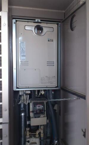 取替完了:リンナイ製暖房ふろ給湯器HT4203CRS-4-SW3Q(扉内設置、2温度タイプ、熱動弁3個内臓)
