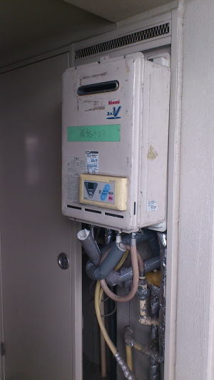 完全に壊れていたので貸出用の給湯器を仮設しまして