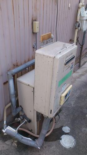 完全に壊れてお湯が出ない状況でしたので貸出用の給湯器を仮設(無料)させていただきました。