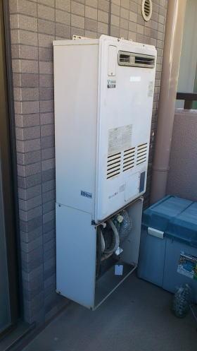 取替前:リンナイ製暖房ふろ給湯器RUFH-2401AW(暖房1温度)