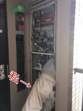 PS後方排気型は給湯器の裏側に体を入れないと取り外しができません