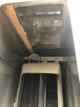 給排気筒の接続部はガムテープで目張りしてある状態