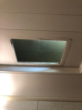 既設の浴室暖房機を撤去したところ