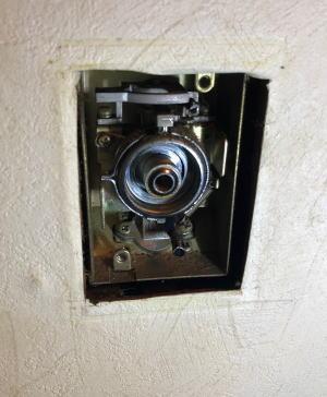 既設:ガストップ工業製の『コンセント式ボックスガス栓』