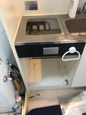▼既設のコンロを撤去後、当社にてお掃除させていただきます