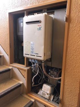 PS扉内後方排気型は基本的に受注生産なので完全に壊れている時はまず貸出用の給湯器を仮設させていただきます。(設置できる場合無料)