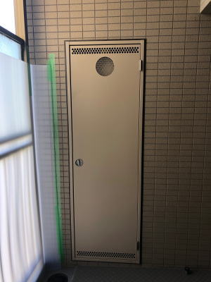 既設:リンナイ製 RUF-V2000SAB PS設置後方排気型(エントツ用の点検スペースなし)